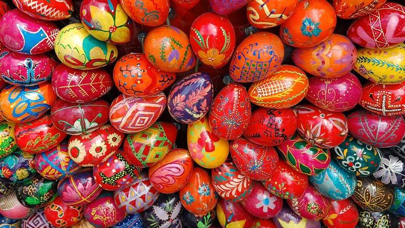 Ukraine-egg-painting-- Jay Springett