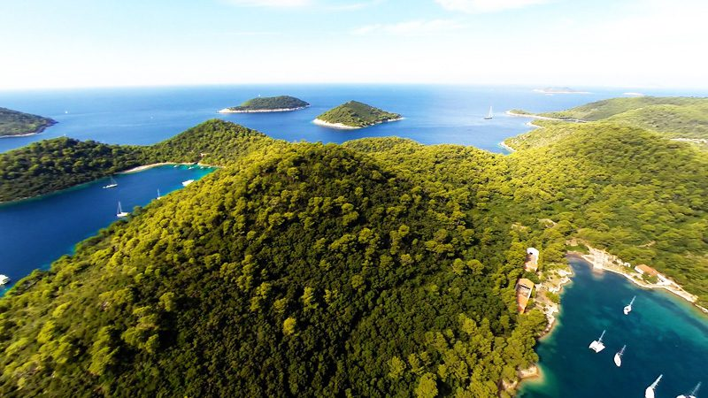 Secluded bays in the Croatian archipelago. Image Yacht Rent, Flickr