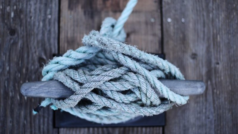 A sailing rope tied around a cleat
