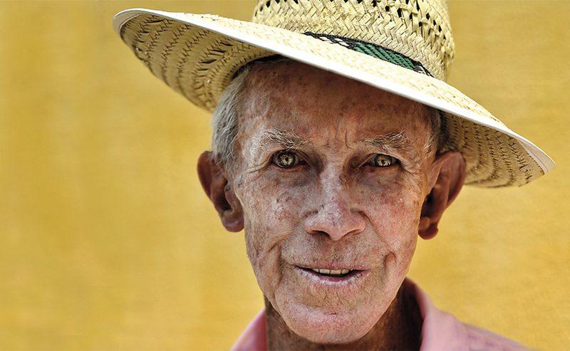 Brazil_old-farmer_ana-caroline-de-lima