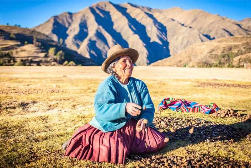 Peru_drying-potatoes_Rodrigo-Machado