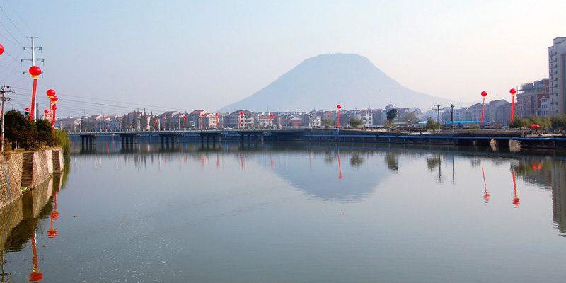 The lake of Hengdian. Credit kanegen