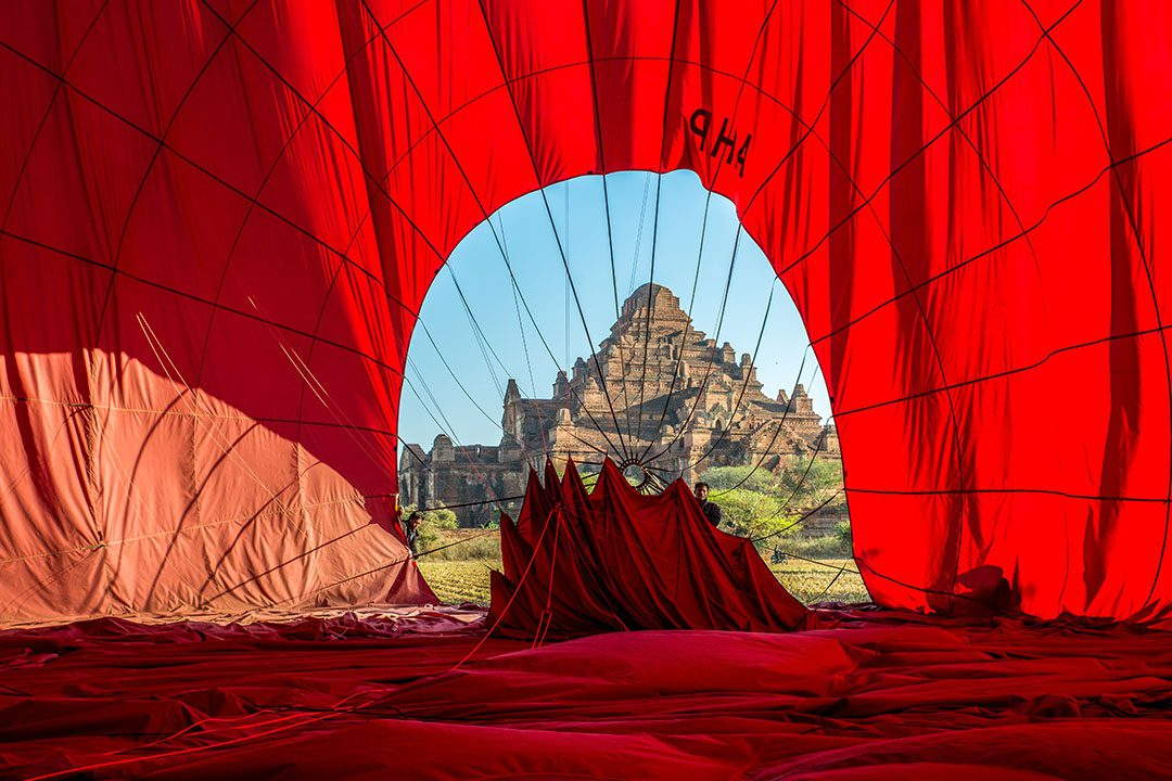 blogo-1080_0004_myanmar_bagan_temple-through-hot-air-balloon