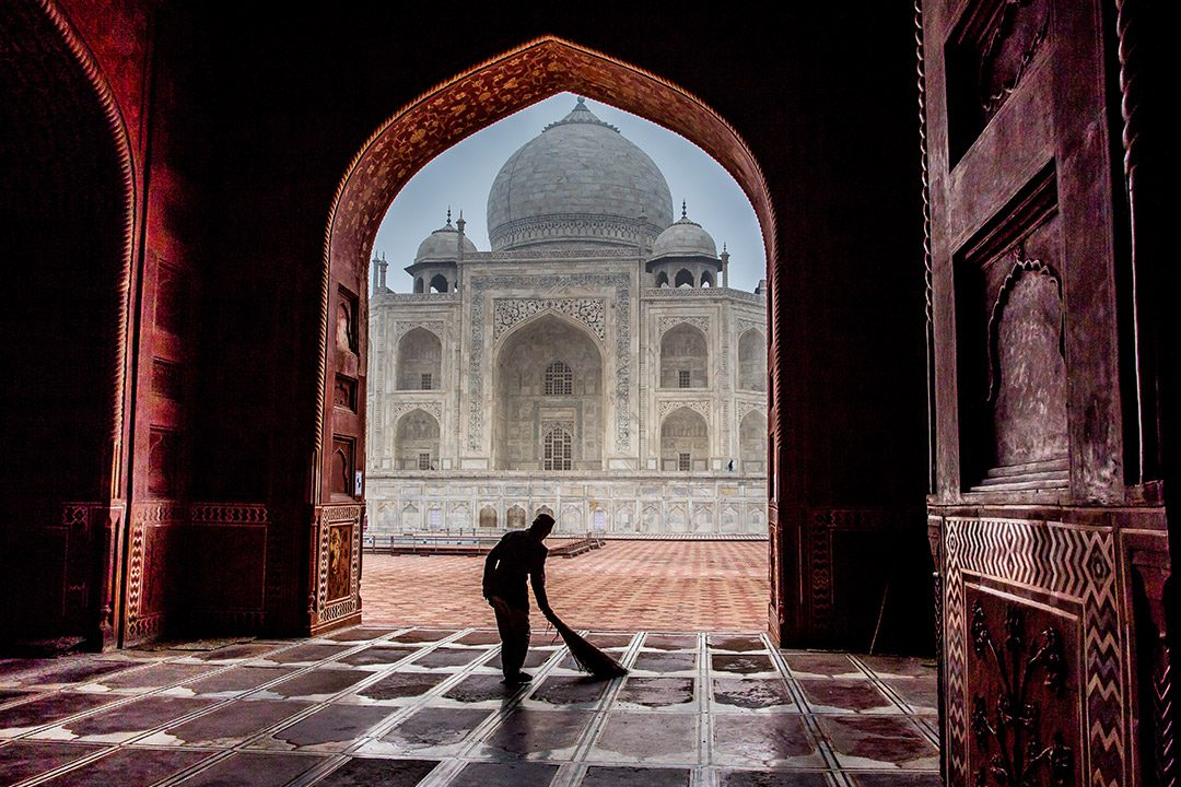 blogo-1080_0009_India_agra_taj-sweeper