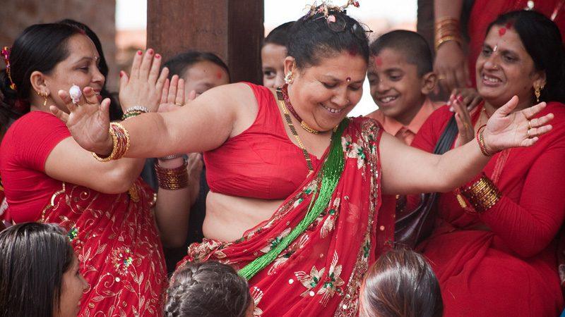 Women dancing at Teej. Image Ingmar Zahorsky, Flickr