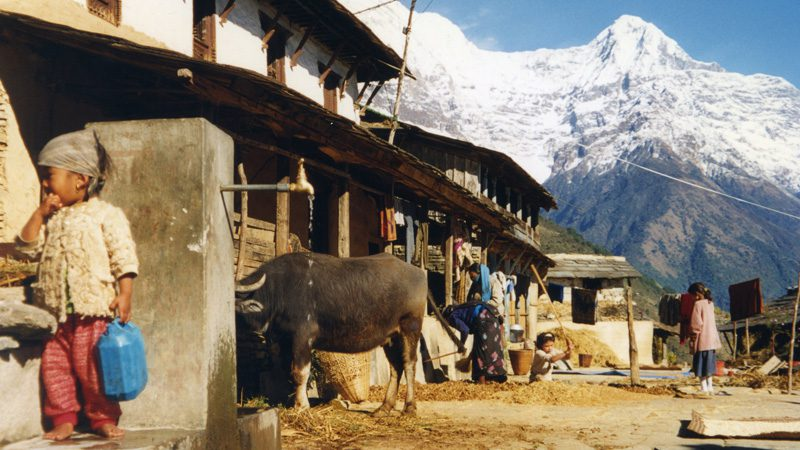 A local village on the Annapurna Circuit. Image Jeanne Menj, Flickr