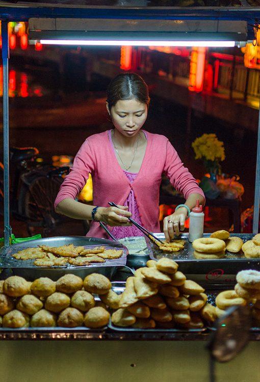 Vietnam_Hoi_An_night_street_food_Russell_Pearson