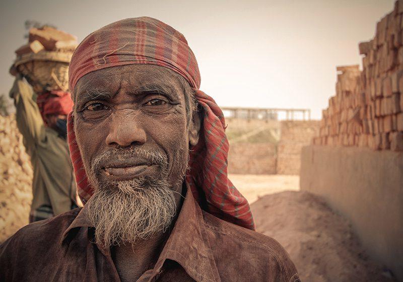 Bangladesh_brick_worker_Konstantin_Novakovic