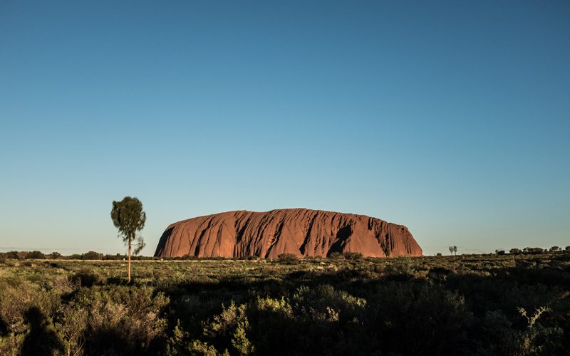 uluru-red-centre-family---oliver-pelling