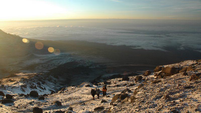 Kilimanjaro-summit-climb-at-sunrise---American_rugbier