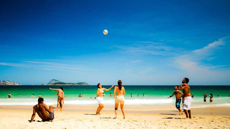 Rio-travel-guide,-Ipanema-Beach---Xavier-Donat