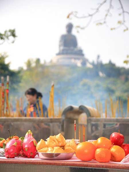 Lantau-offering-Buddha---Lazlo-Ilyes