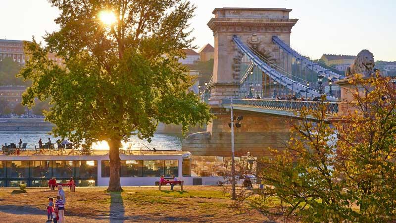 budapest-sunset-liberty-bridge-moyan-brenn