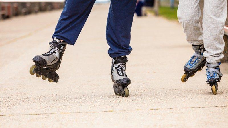 Two rollerbladers skate around Venezuela on Christmas morning