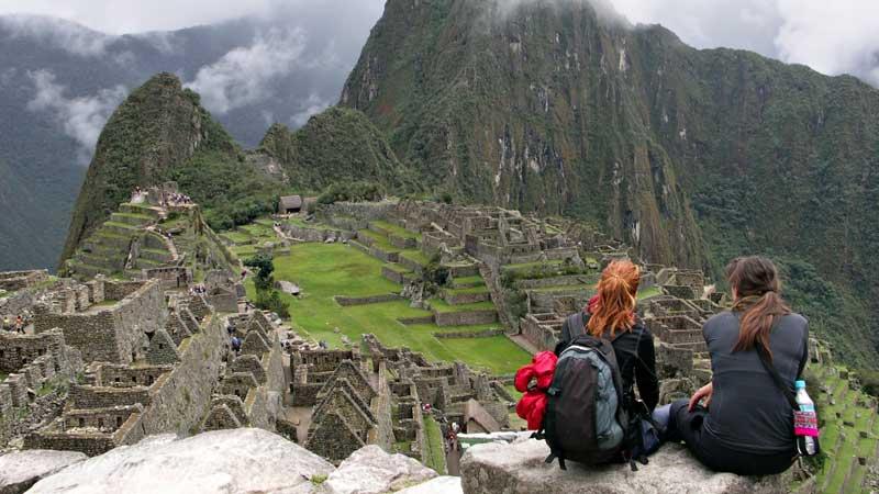 inca-trail-machu-picchu-couple-intrepid