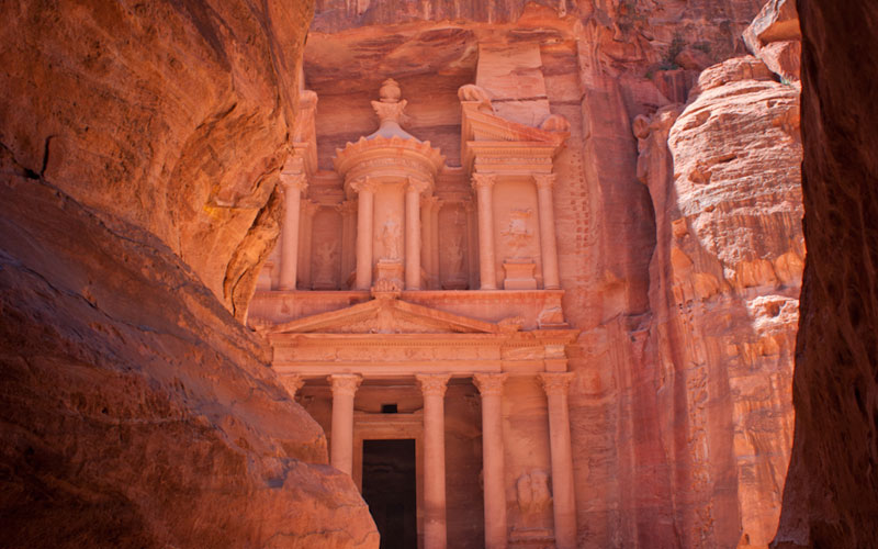 Petra-treasury-Jordan-canyon