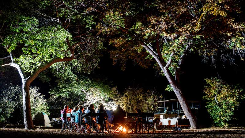chobe-np-group-campfire-the-common-wanderer