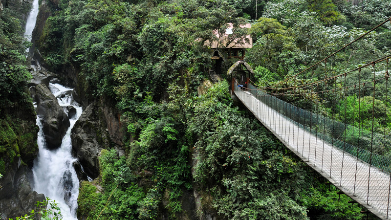 ecuador_banos-waterfall-rope-bridge