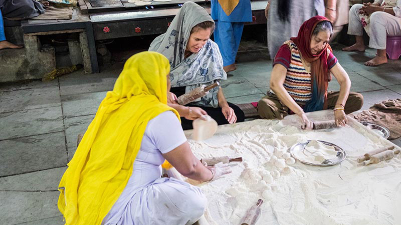 This is what it's like to share a meal at a Sikh temple in India