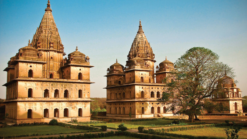 Visit the stunning Chaturbhuj Temple in Orchha