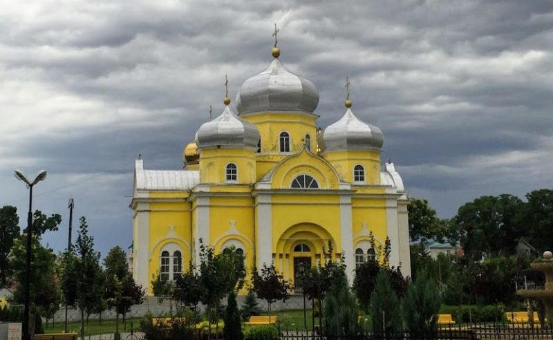 Moldova travel Comrat church