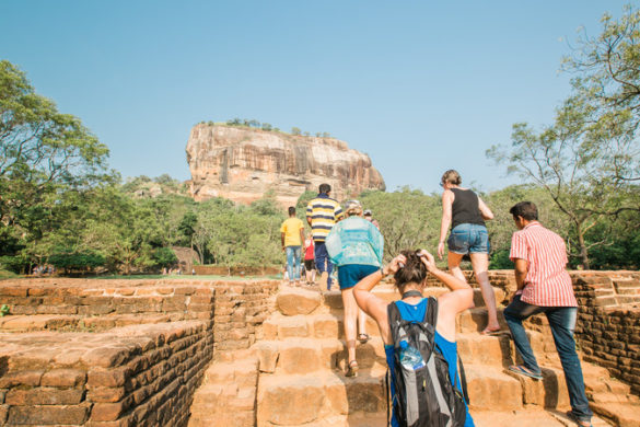 sri-lanka_dambulla_sigiriya-lion-rock-fortress_group-climbing-steps