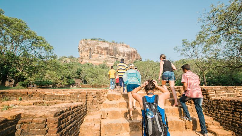 sri-lanka_dambulla_sigiriya-lion-rock-fortress_group-climbing-steps