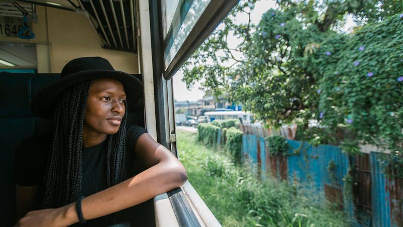 sri-lanka_nuwara-eliya-train_traveller-window