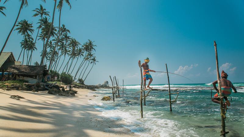 sri-lanka_stilt-fishermen_beach_2