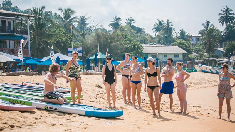 sri-lanka_unawatuna_group_beach