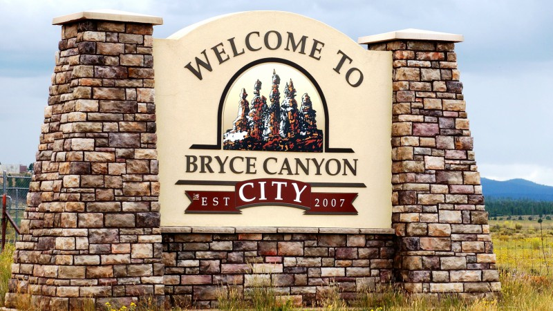 Gate to Bryce Canyon City