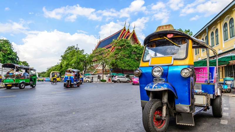 A colourful tuk tuk on a Bangkok street