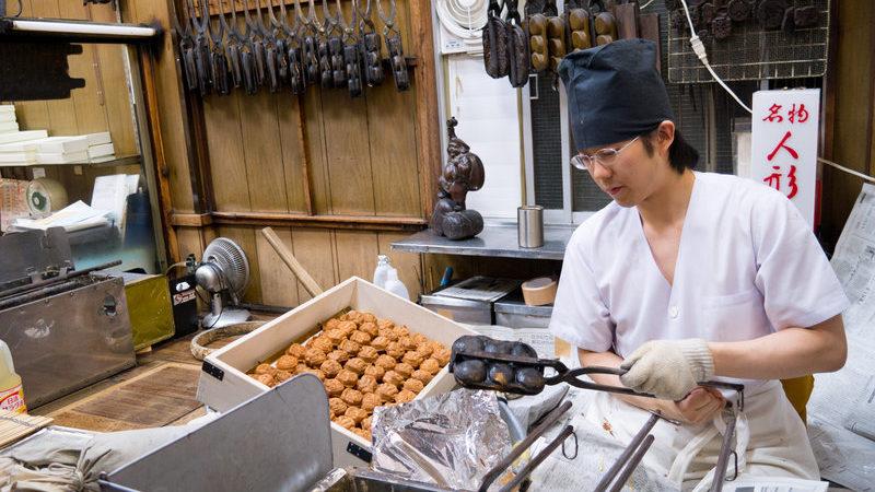 Yoshito helps his father make ningyoyaki in Tokyo