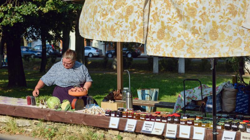 Market seller in Suzdal