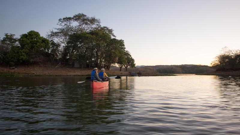 Suchitoto El Salvador kayaking