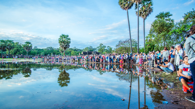 Angkor Wat guide crowds