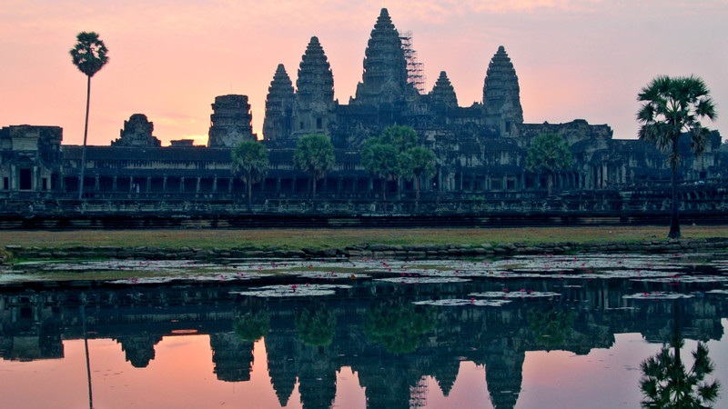 Angkor War guide Cambodia sunrise