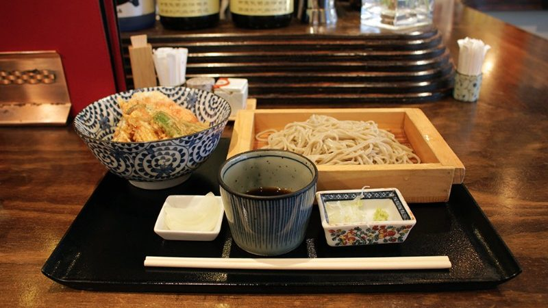 A tray of soba noodles.