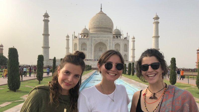 travellers in front of Taj Mahal
