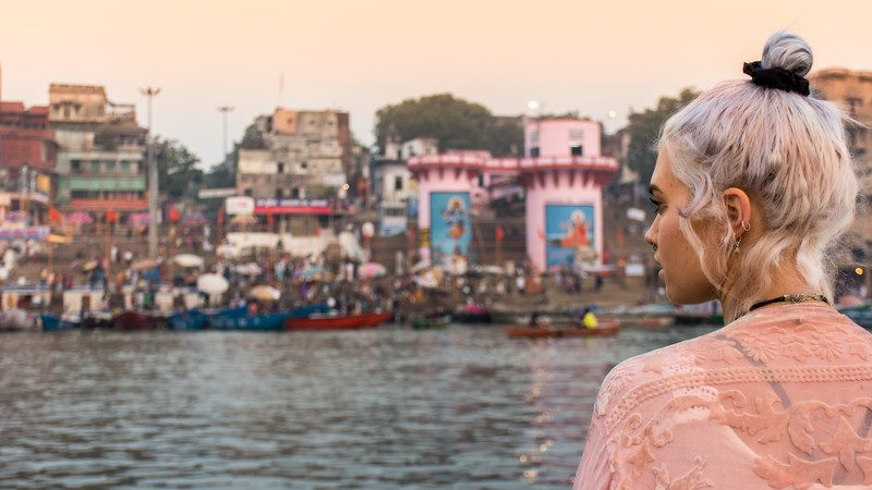 Female traveller in india_varanasi_traveller-ganges-ghat-view