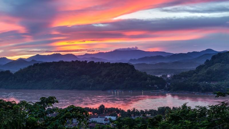 Sunset views from Mount Phu Si in Luang Prabang