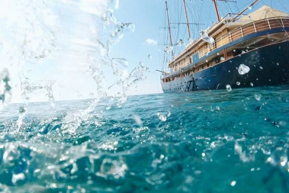small ship with splashing waves