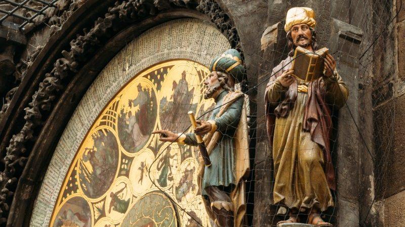 A huge clockface, with two statues alongside