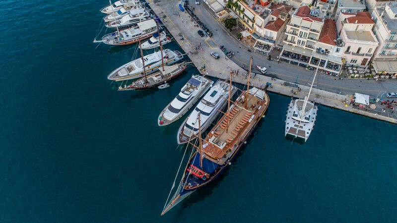 Aerial photo of boats in a harbour.