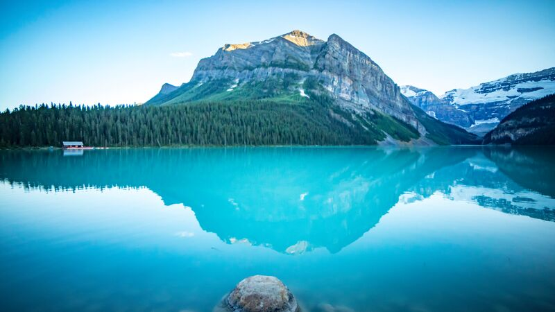 A beautiful turquoise lake in Canada