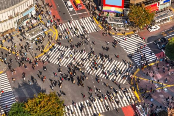 Thousands of people crossing the road in Tokyo