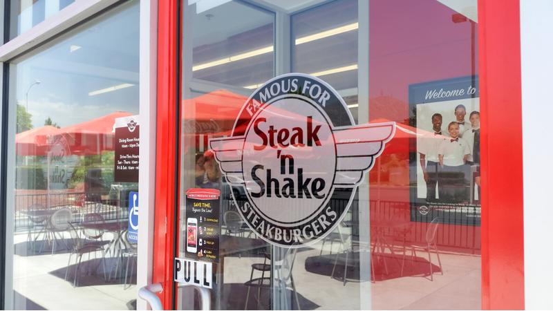 Steak 'n' Shake fast food restaurant