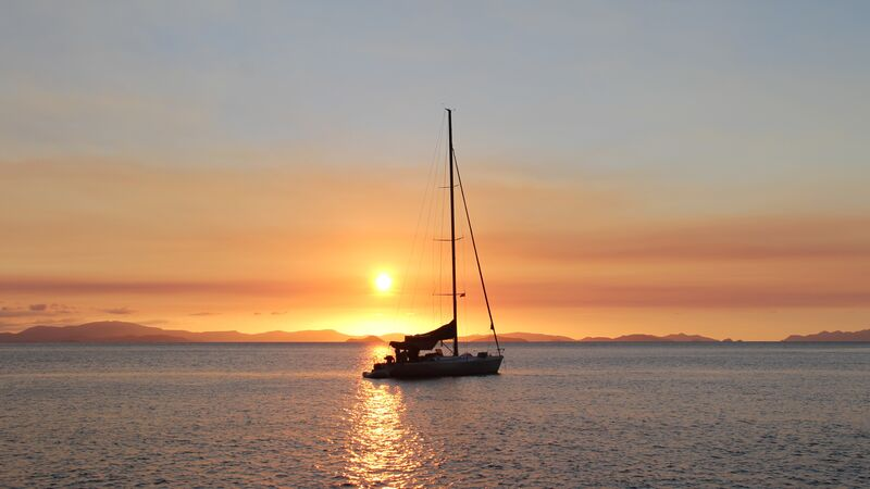 Sunset behind a sailing boat in the Whitsundays