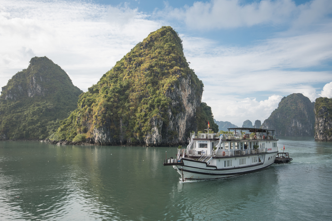 Halong Bay experiences two distinct seasons
