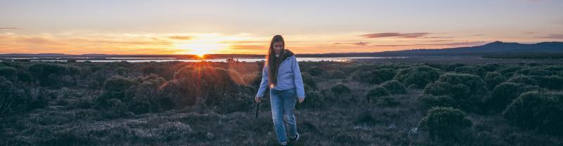 PUCTD_australia_tasmania_thousand-lakes-lodge_group_traveller_sunset